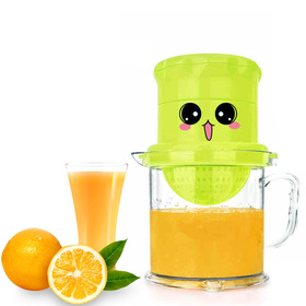 Matyz Manual Juicer - Dual-Purpose Fruits Squeezer and Orange Citrus Juicer - Rotation Press Reamer - Bonus Strainer - Large Capacity Container for Lemon Lime Grapefruit - Easy to Clean (Matyz Green)